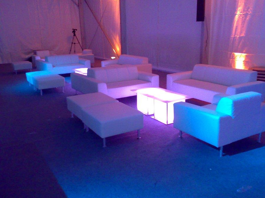 couchtisch plexi mit led beleuchtung. Black Bedroom Furniture Sets. Home Design Ideas